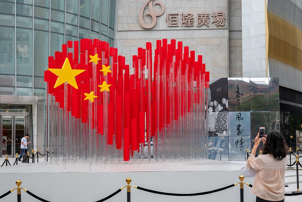 Shanghai renews landscape to celebrate National Day