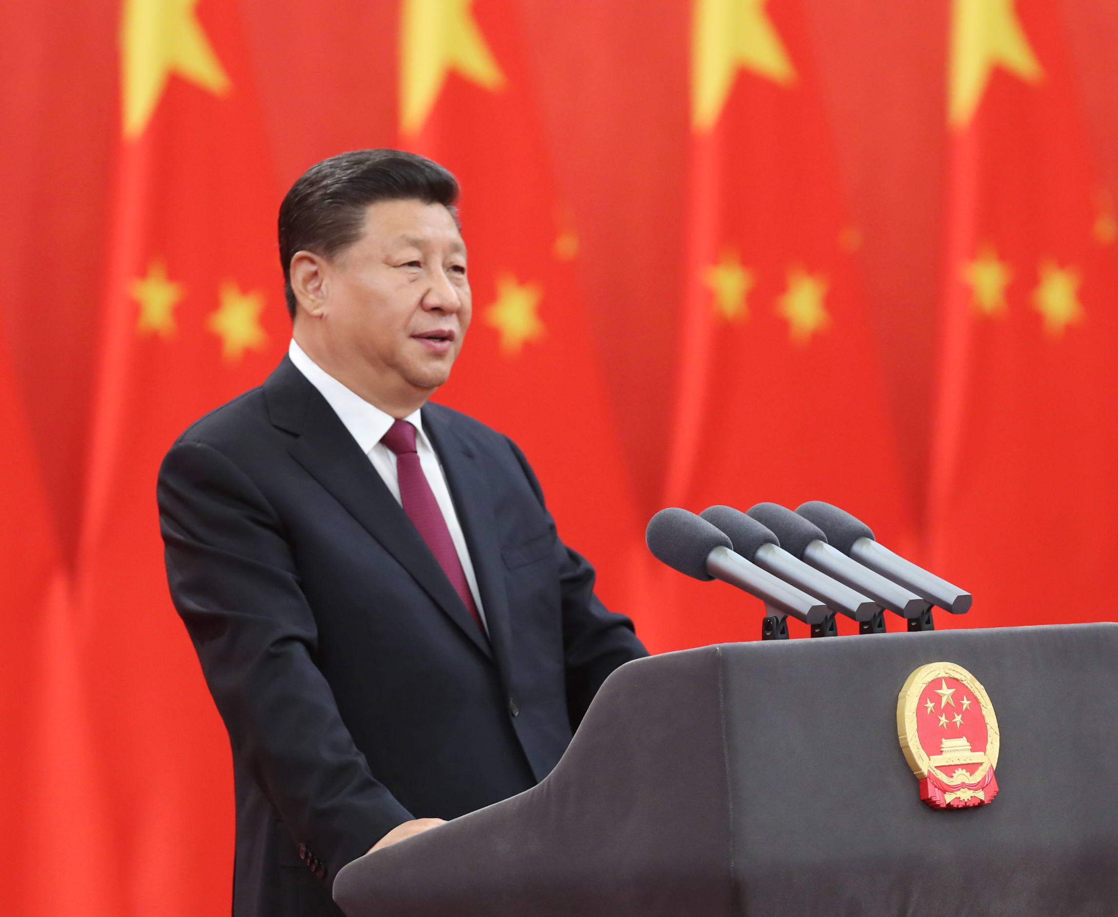 Xi presents national medals, honorary titles