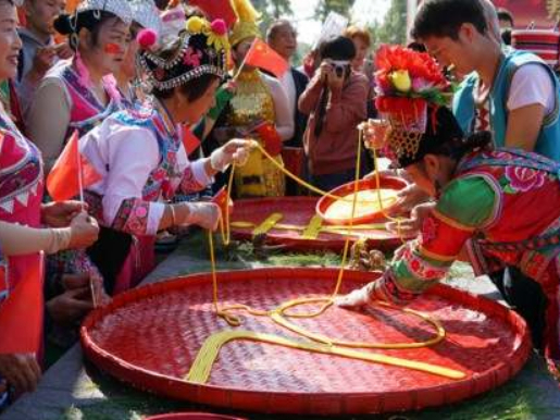 People celebrate 70th National Day with noodles tradition in southwest China