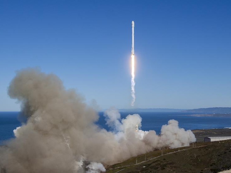 SpaceX to launch new heavy-lift rocket into orbit in 6 months