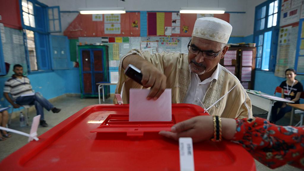 Tunisia presidential runoff set for October 13