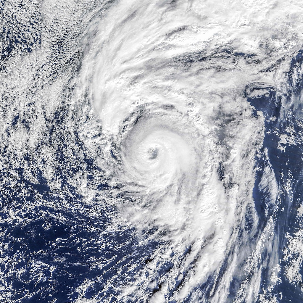 Hurricane Lorenzo to bring 70-foot waves to Azores
