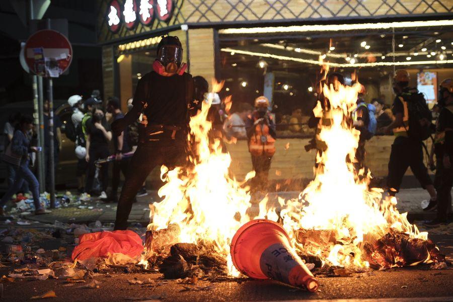 Hong Kong police confirm rioter shot in shoulder