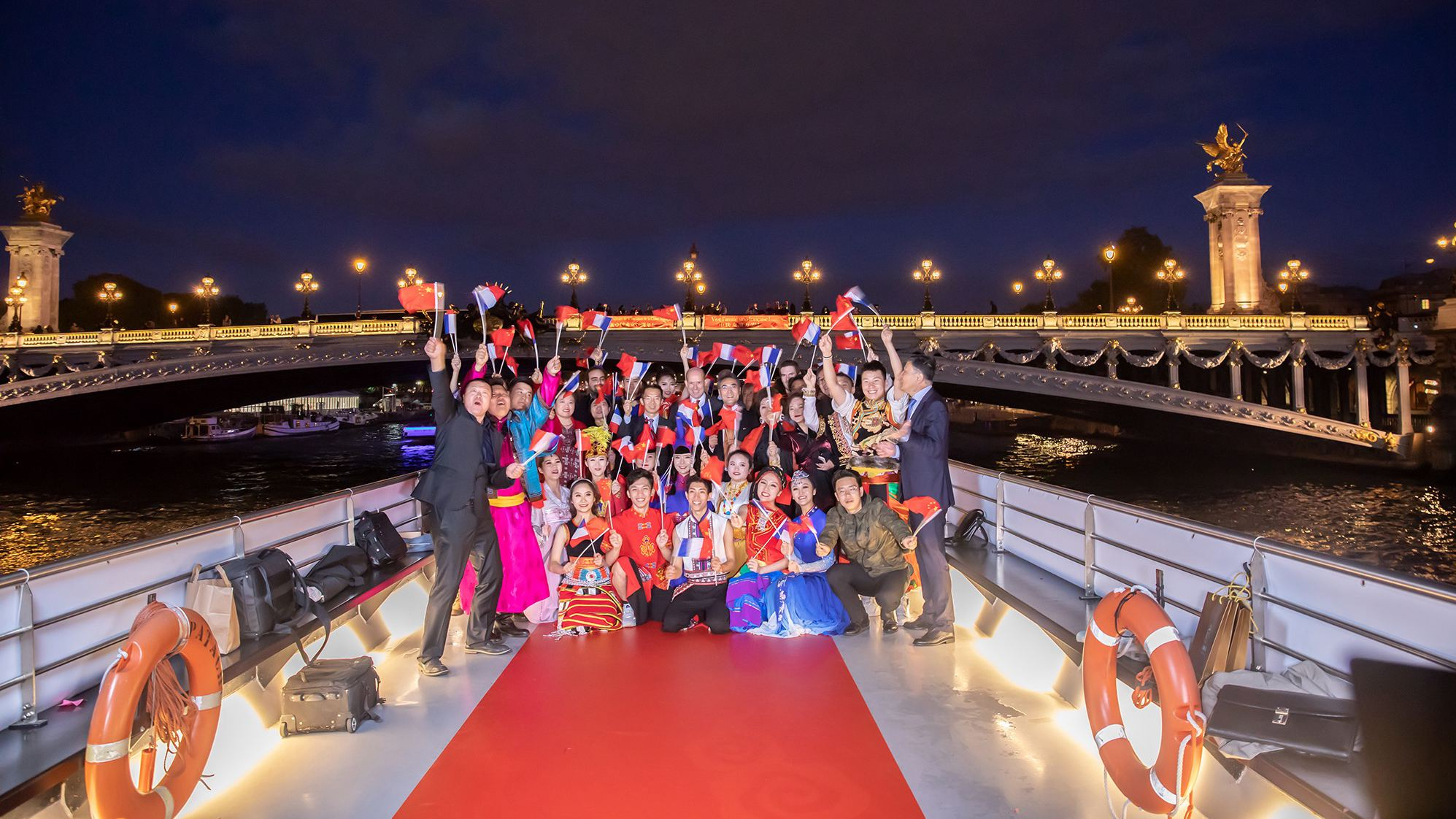 Gala held on Seine to mark the 70th anniversary of PRC's founding