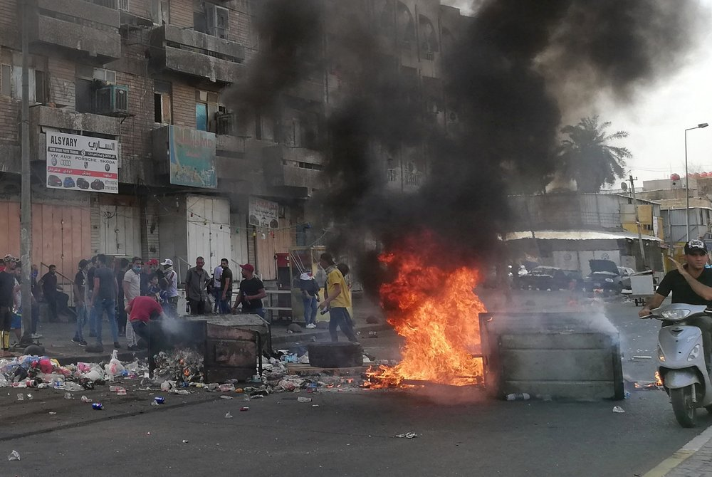 Protests escalate in Iraq: 9 dead, hundreds wounded