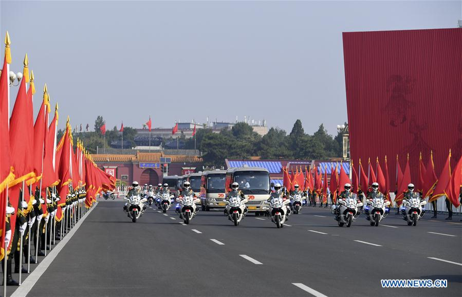 Awardees of China's national medals, honorary titles arrive at Great Hall of the People