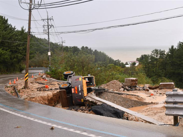 Typhoon Mitag approaches southern South Korea