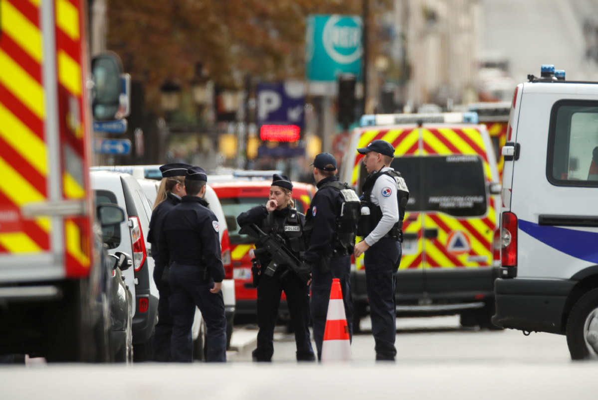 Employee kills 4 in Paris police attack