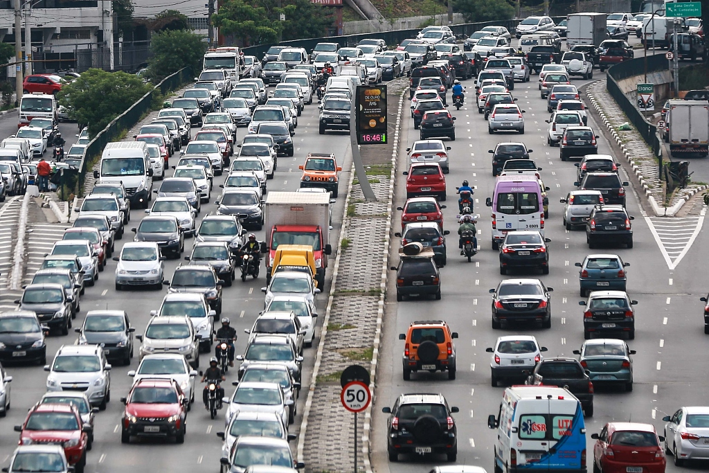 Brazilians spend more on transportation than on food: study