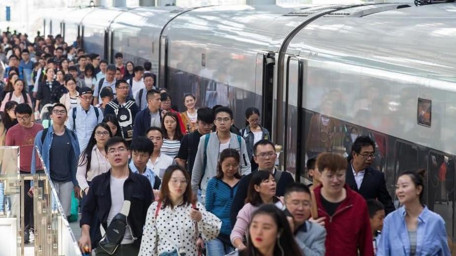 China's railways work to navigate holiday travel peak