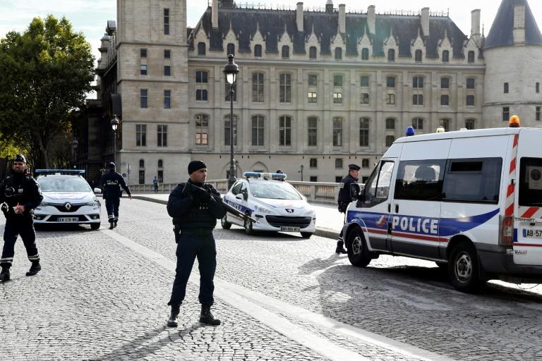 Anti-terrorism prosecutor takes over probe into Paris police HQ knife attack