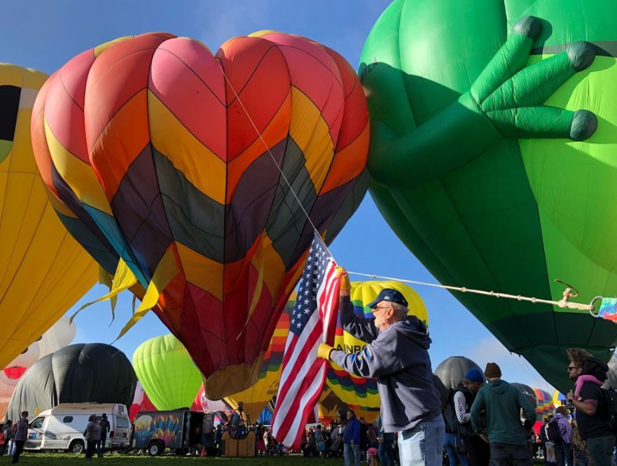 International balloon fiesta grounded by fog