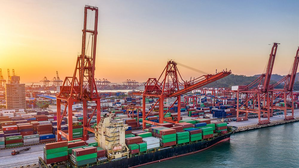 China's road cargo transport grows in January-August
