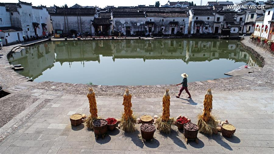 Ancient towns in E. China attract visitors