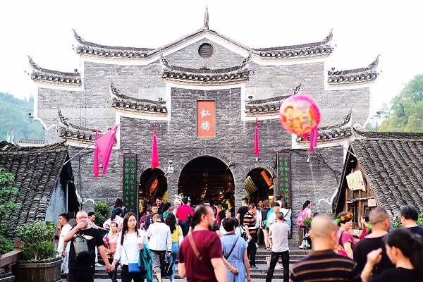 China sees 782 mln domestic tourist trips during National Day holiday