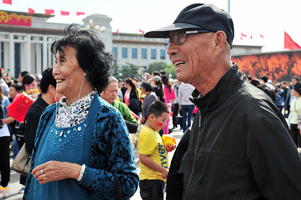 China's internet-savvy elderly hit by wanderlust