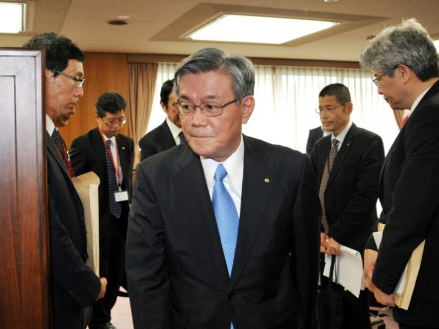 Japan power firm executives quit over $3 million gift scandal