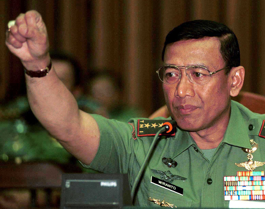 Suspected IS radical stabs Indonesian security minister