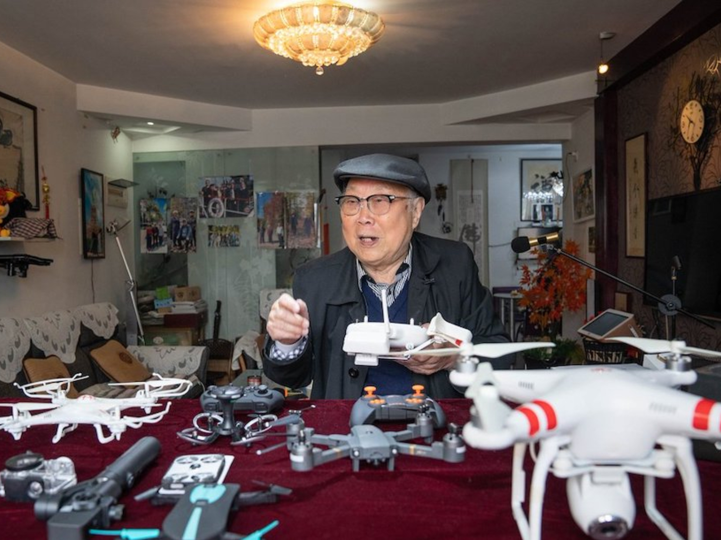 Elderly people in China ride digital economy wave