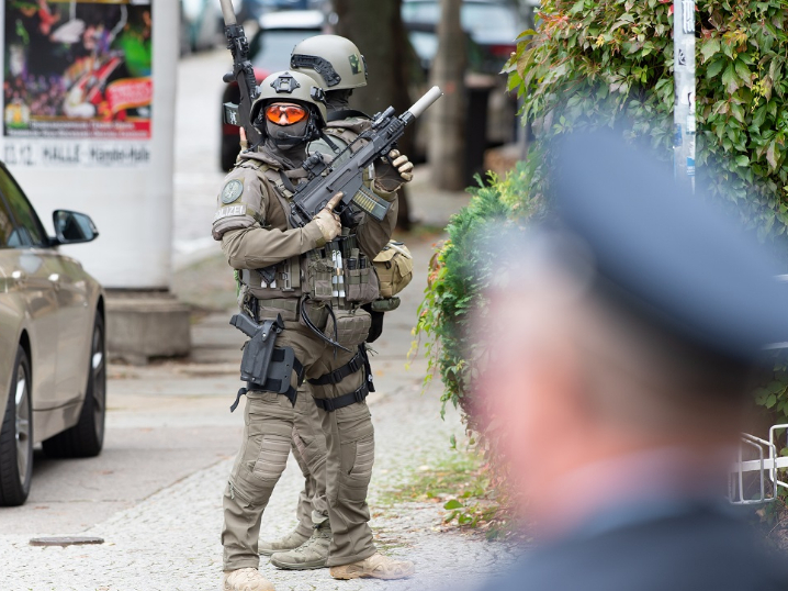 Police hunt for attackers after two shot dead in east German city