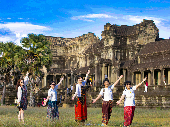 1.7 mln Chinese tourists visit Cambodia in 8 months, up 33 pct