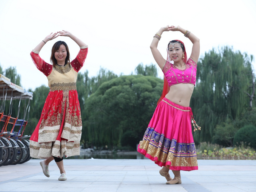 The beauty of Indian dance in a Beijing park