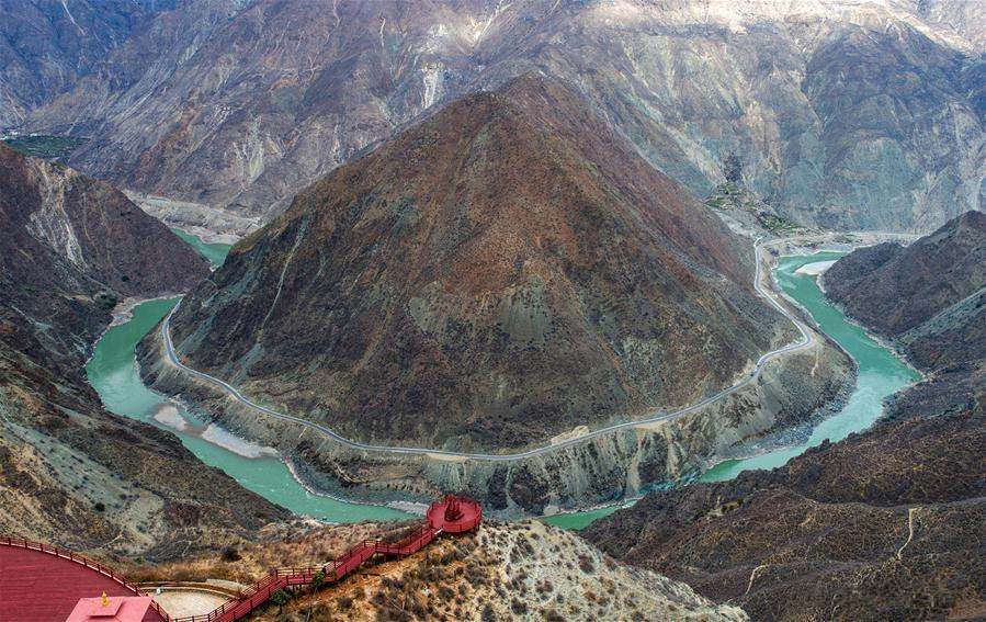 Provinces, cities take aim at illegal sand mining along Yangtze River