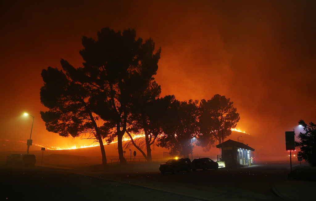 Authorities order 100,000 to evacuate in California wildfire