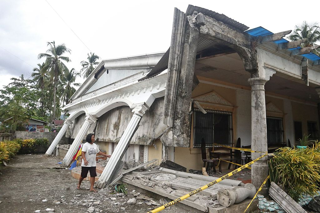 Another quake of 5.5 magnitude shakes southern Philippines