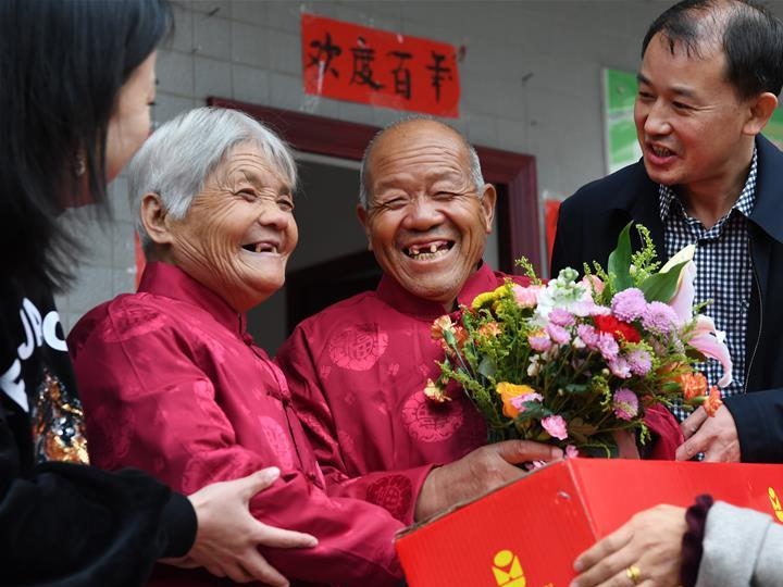 Newly married elders show it's never too late for love