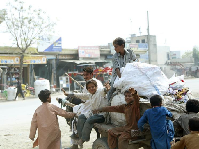 Daily life of Pakistani children at slum