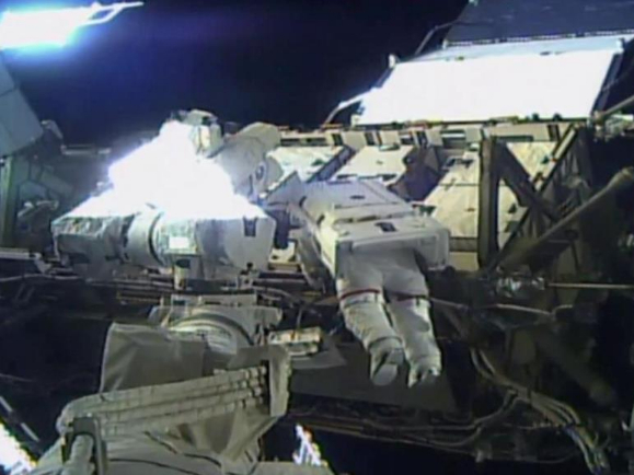 US astronauts carry out 1st all-female spacewalk