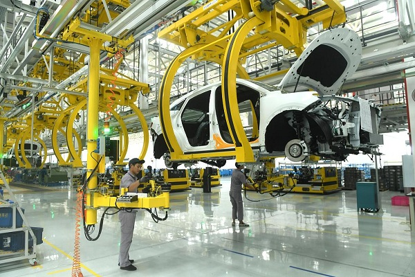 China's industrial output up 5.6 pct in first three quarters