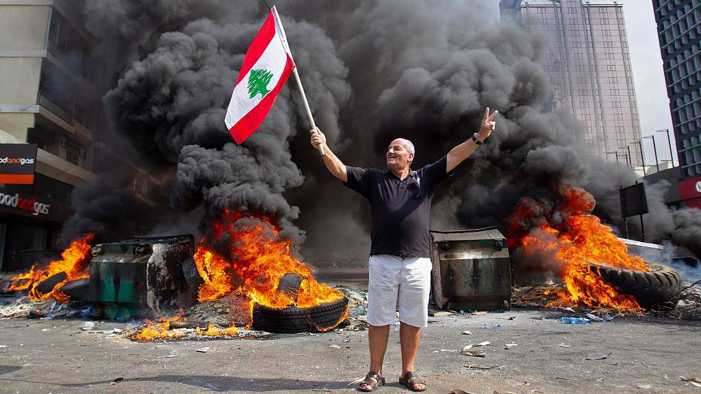 Lebanese PM sets deadline as thousands protest tax hikes