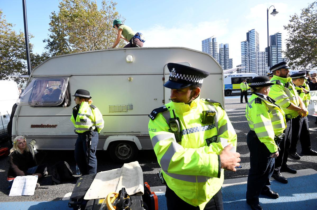 London police ban on protest draws praise