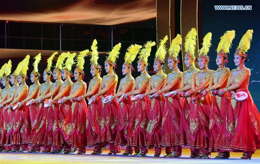 Evening party held to celebrate 40th anniv. of founding of Xundian Hui and Yi Autonomous County in China's Yunnan
