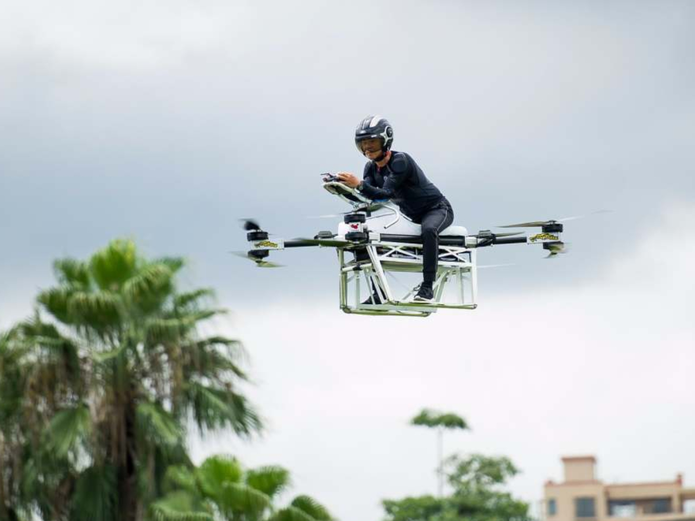 Chinese entrepreneur develops manned aircraft in Dongguan