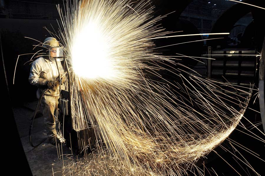 China's private, smaller enterprises report faster industrial output growth