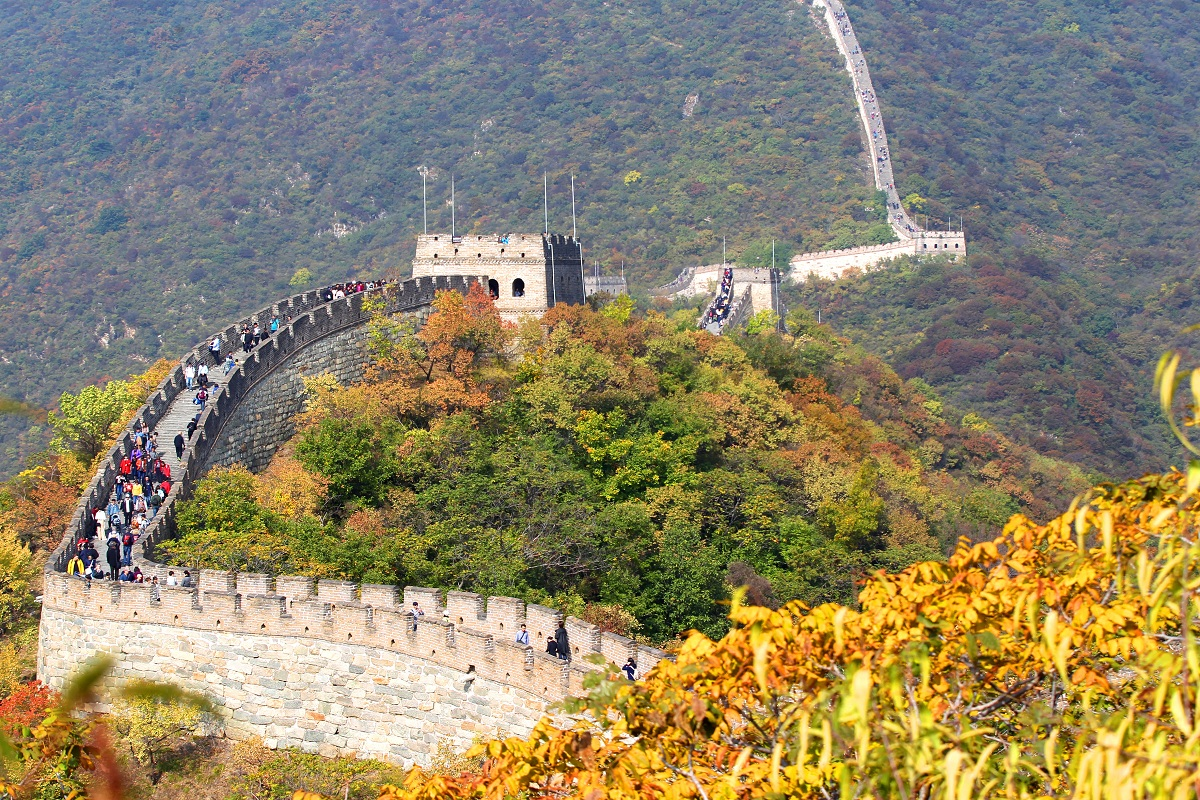 Stunning autumn scenery at Mutianyu section of the Great Wall