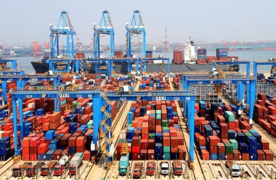 container dock (xinhua).jpg