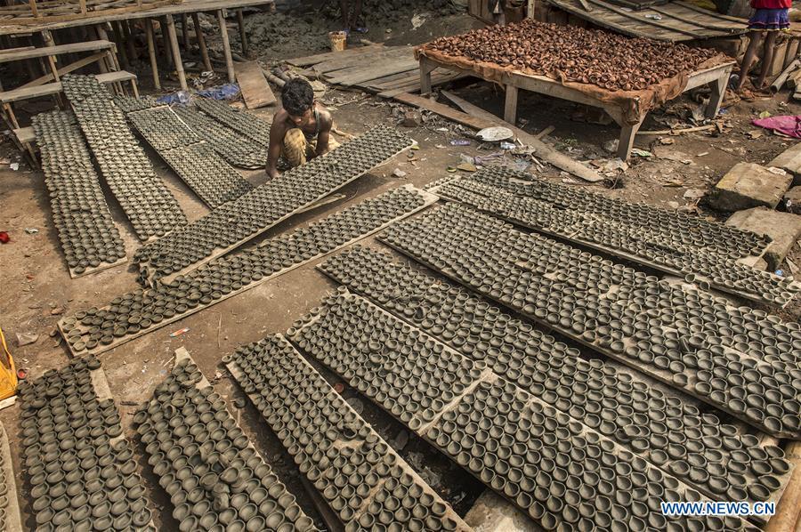 Indian potters make earthen lamps for Diwali in Kolkata