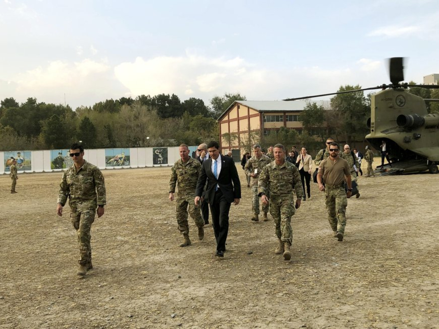 Pentagon chief visits Iraq as US quits northern Syria