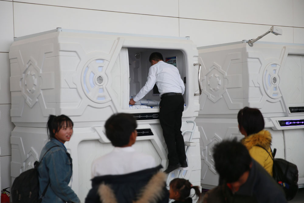 Sleep pods for rent at airport in Ningxia