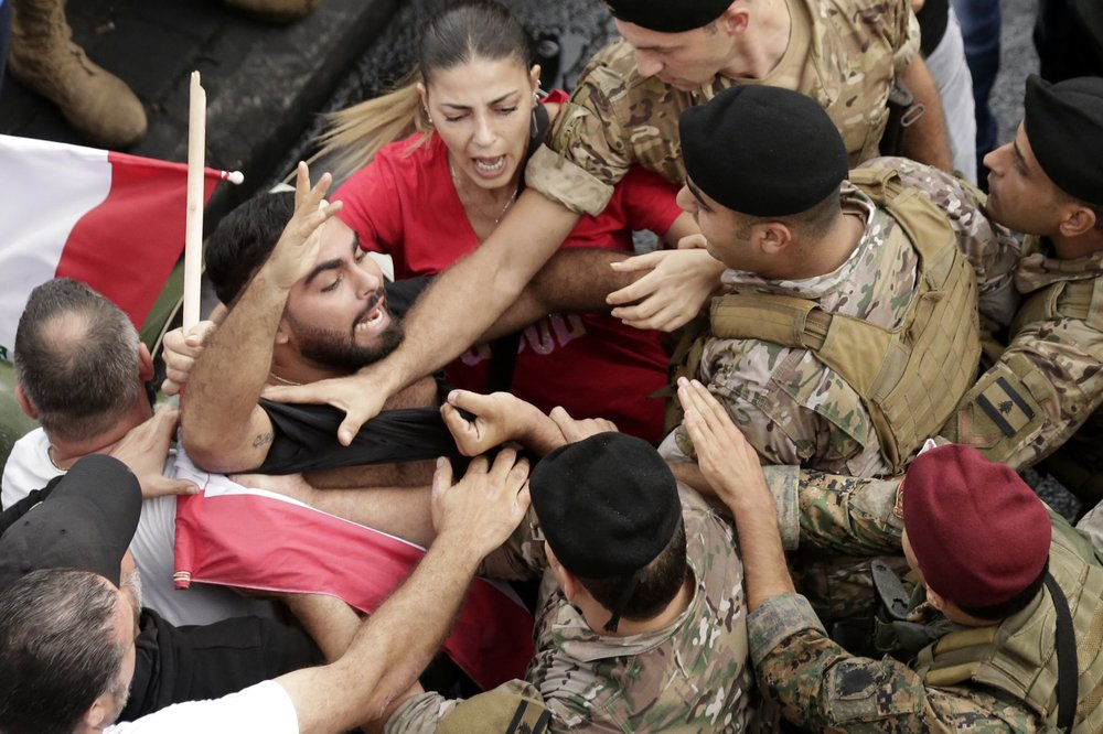 Lebanese troops struggle to open roads closed by protesters