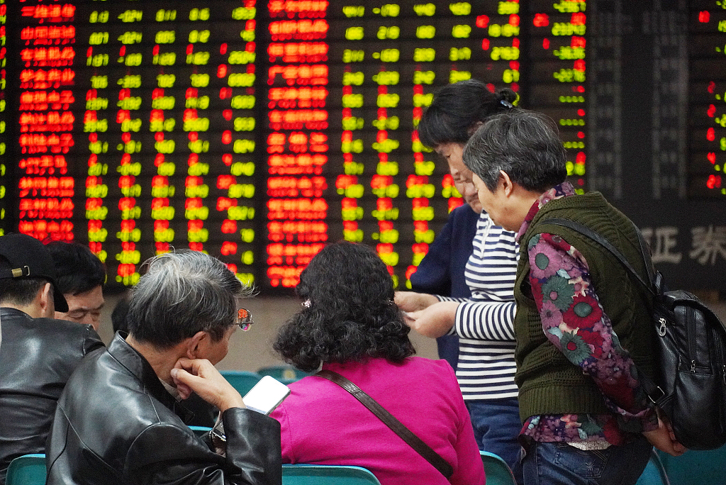 Chinese shares end mixed at midday Friday
