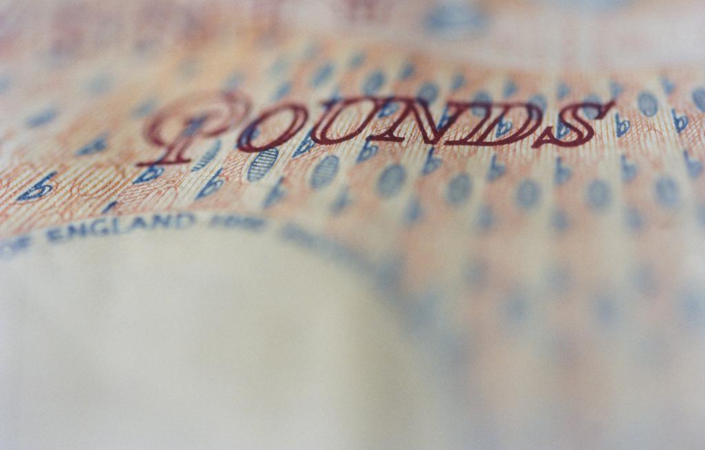 Pound struggles as Johnson eyes election to break Brexit logjam