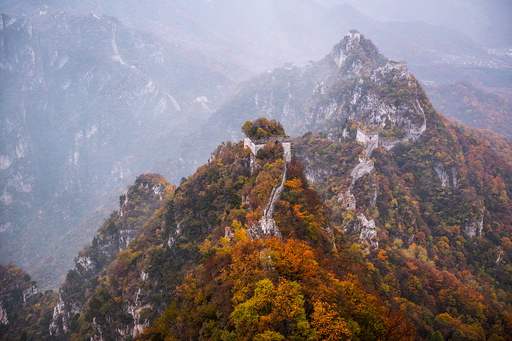 Autumn falls on the Great Wall