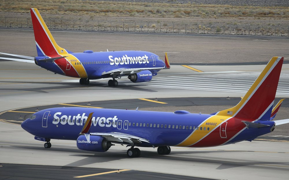 Grounded Boeing plane churns up more turbulence at airlines