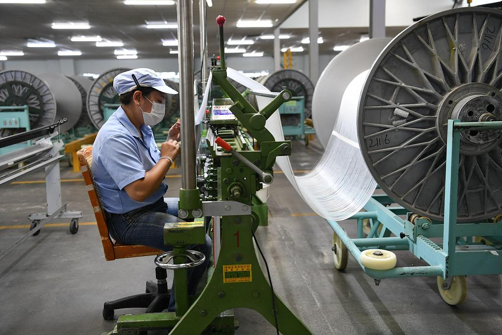 China's industrial profits drop 2.1 pct in Jan.-Sept.