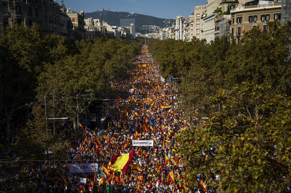 Tens of thousands march in Barcelona urging Spanish unity